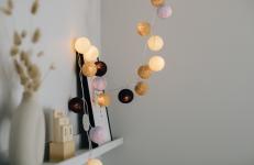 Lightstring Plum wotj cottonballs in beige, plum and violet
