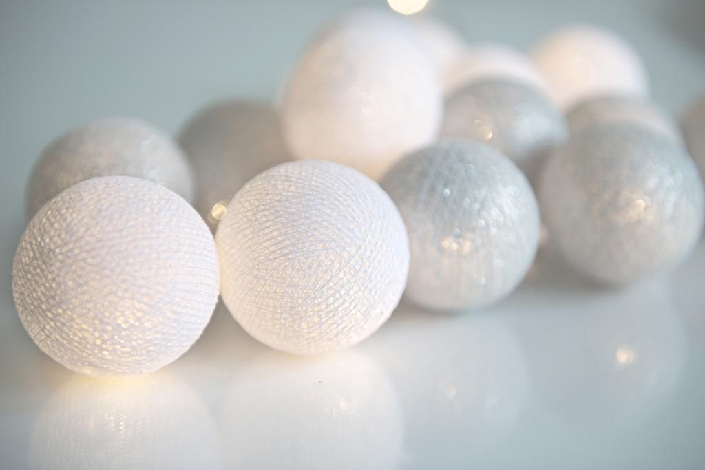 Silver ljusslinga från Irislights. Passar perfekt till festen eller som julpynt. Dekorationsbelysning att hänga på väggen, över bokhyllan eller vid spisen.