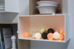 Ljusslingor för hemmets alla rum. Irislights ljusslingor med bollar i bomull.