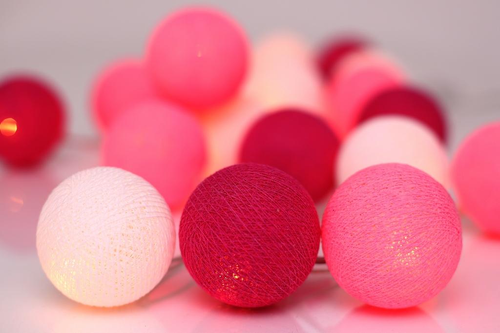 Rosa ljusslinga för barnrum. Söt och lekfull ljusslinga i flera rosa nyanser.